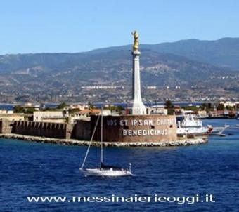 Messina webcam - Il Porto di Messina webcam, Sicily, Messina