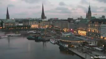 Hamburg webcam - The Fairmont Hotel Vier Jahreszeiten webcam, Hamburg, Hamburg