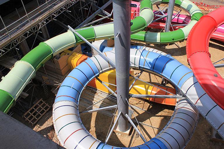 Coral reef waterworld in bracknell berkshire united kingdom cafe outdoor activities - The giant slide apartament ...