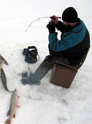 Devils lake guides and outfitters in devils lake ramsey for Devils lake nd ice fishing