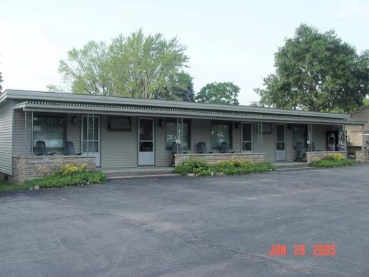 Blue spruce and lucky horseshoe motels in port austin for Porto austin cabin rentals