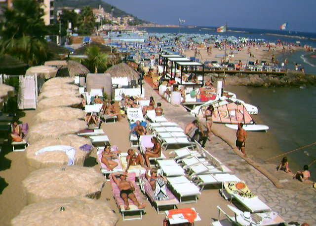 Bagni ponterosso windsurf center webcam in diano marina webcams